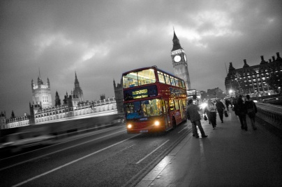 London-bus-black-and-white-photography-with-color-09_2